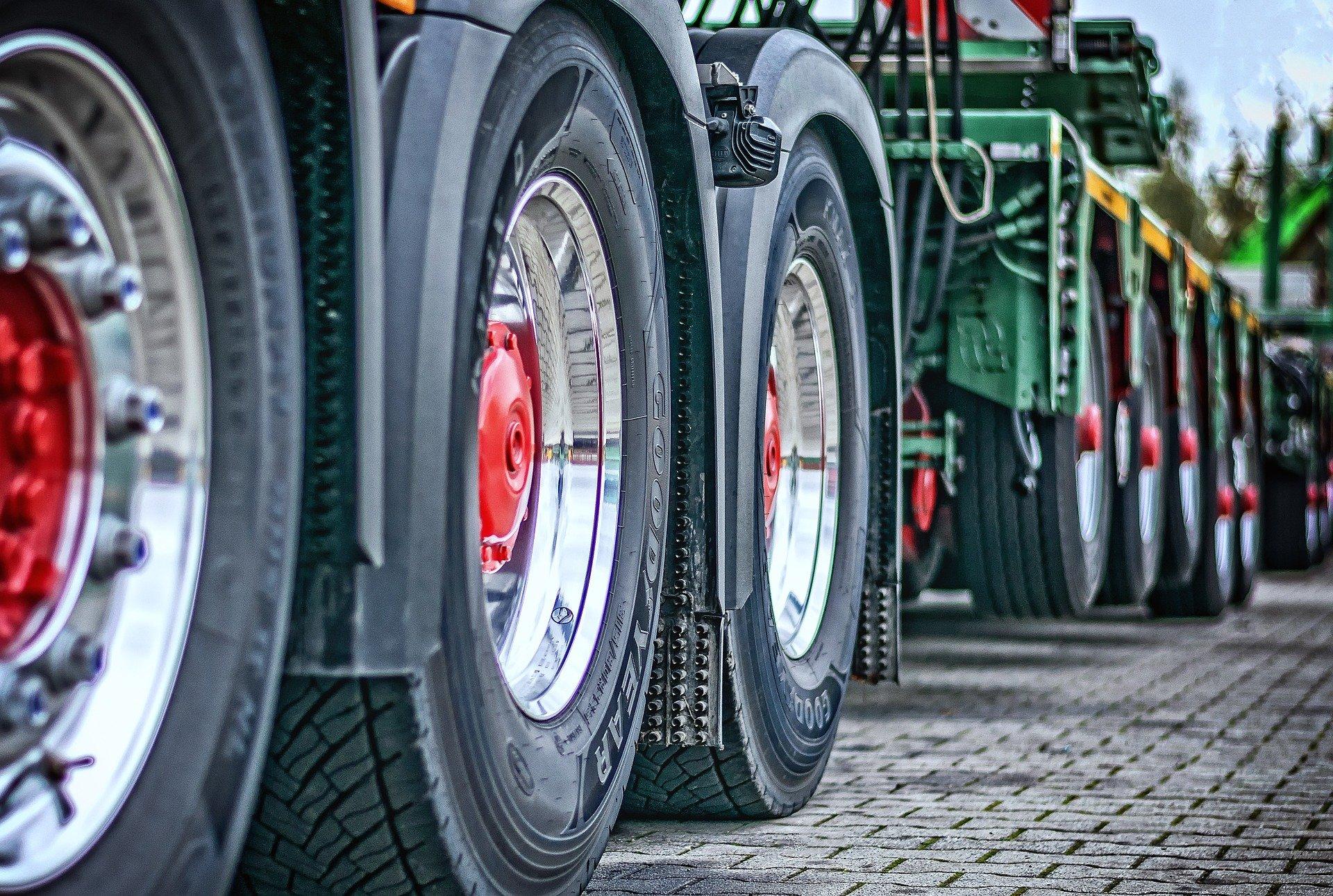 Mit kell tudni a ponyvás teherautó bérlésről?
